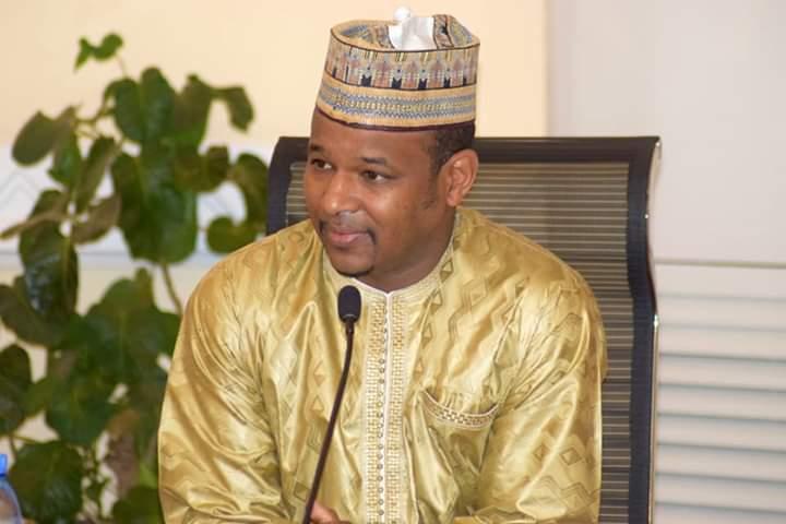 COVID19 : le Premier ministre Dr Boubou Cissé a présidé ce jour la cérémonie de remise de chèque par l'opérateur malien Tidiani Ben AlHousseini