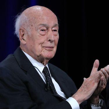 Giscard d'Estaing: la classe politique salue le président de la modernité
