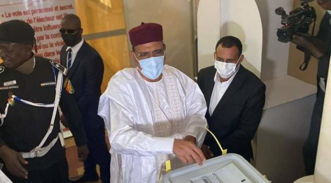 Présidentielle au Niger: Mohamed Bazoum déclaré vainqueur avec 55,75% des voix selon les chiffres provisoires de la Ceni