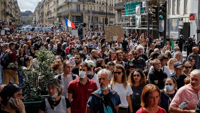 France: des milliers de personnes de nouveau dans les rues contre le pass sanitaire