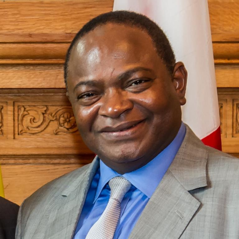 Bamako Pôle économique : Le maire Adama Sangaré placé sous Mandat de dépôt par le Pôle Économique de Bamako dans le dossier de l'installation d'éclairage urbaine solaire dans le district