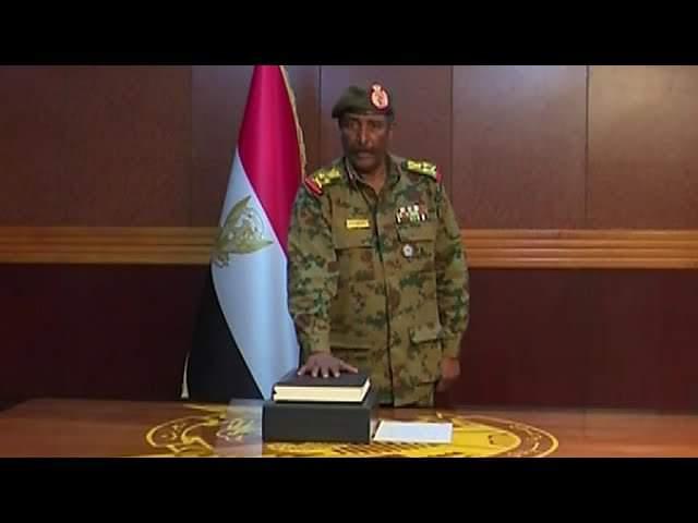 Soudan: Abdel Fattah al-Burhan Abdelrahmane le chef du conseil souverain de la transition prend le pouvoir et devient de facto le président du Soudan comme se fut le cas au Mali