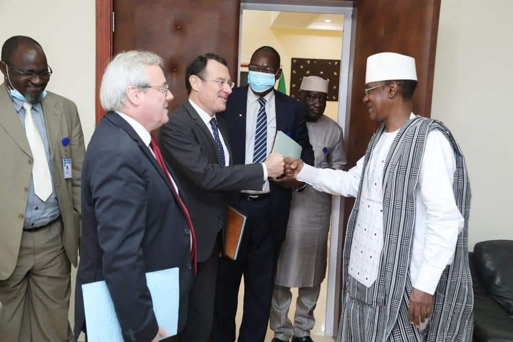 L'ambassadeur de France reçu à la Primature.